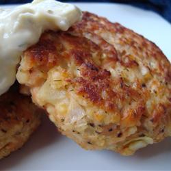 Котлеты из лосося с картофелем