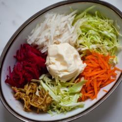 Овощной салат Козел в огороде