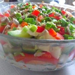 Салат с брокколи и семечками подсолнуха