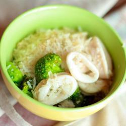 Рис с брокколи и кальмарами