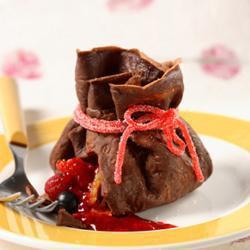 Шоколадные блинчики с фруктами