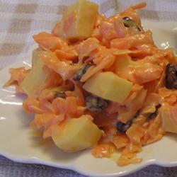 Салат морковный с изюмом