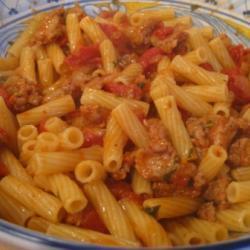 Макароны с фаршем и томатным соусом