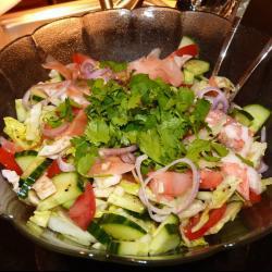 Салат из овощей с крабовыми палочками