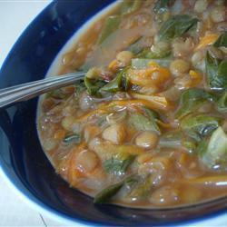 Постный суп из чечевицы со шпинатом