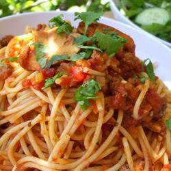 Спагетти с мясным томатным соусом