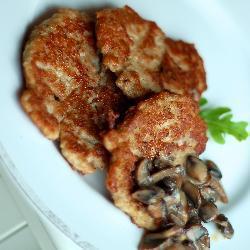 Котлеты из индейки с грибным соусом