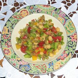 Салат из нута и чечевицы по-мароккански