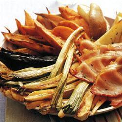 Печеные овощи с грушами и беконом