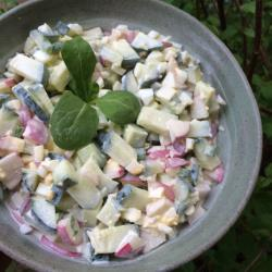 Салат из редиски, огурца и вареных яиц