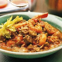 Креольский суп гамбо с курицей и креветками