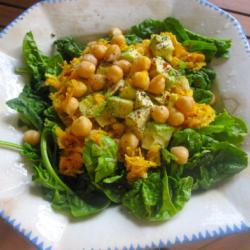 Салат из желтой свеклы с нутом