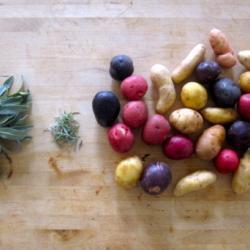 Молодой картофель с травами в духовке