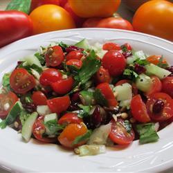 Салат из помидоров черри с маслинами